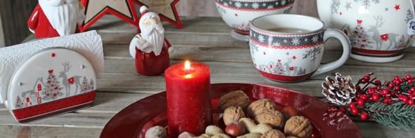 Weihnachtsage in klassischem rot